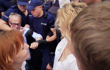 Sejm jest nasz! Make love not PiS! Macice wstają z kolan!