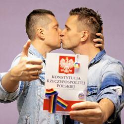 Historyczne orzeczenie sądu. Konstytucja nie zabrania małżeństw jednopłciowych