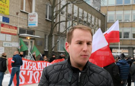 """Fałszowali podpisy pod listami wyborczymi. """"Superwizjer"""": jeden z podejrzanych wskazuje na wiceministra Andruszkiewicza"""