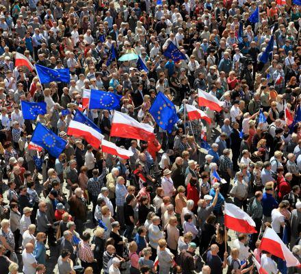 """Europejczycy, w tym Polacy, chcą federalizacji Unii. A prawica wmawia nam, że chcemy """"Europy narodów"""""""