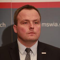 """Szef ABW: """"Nie zajmujemy się prywatnymi spółkami"""". OKO.press: Jeśli angażuje się w nie Kaczyński"""