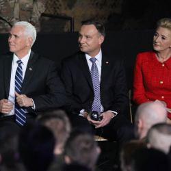 Z kim trzyma rząd PiS? Wice-Trump poucza Europę na szczycie w Warszawie