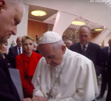 Polscy biskupi nie zrozumieją gestu Franciszka, bo boją się utraty pracy [WYWIAD]
