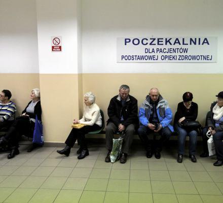Polska nie zdrowieje. Średnia długość życia w naszym kraju przestała rosnąć [Raport o stanie zdrowia społeczeństwa]