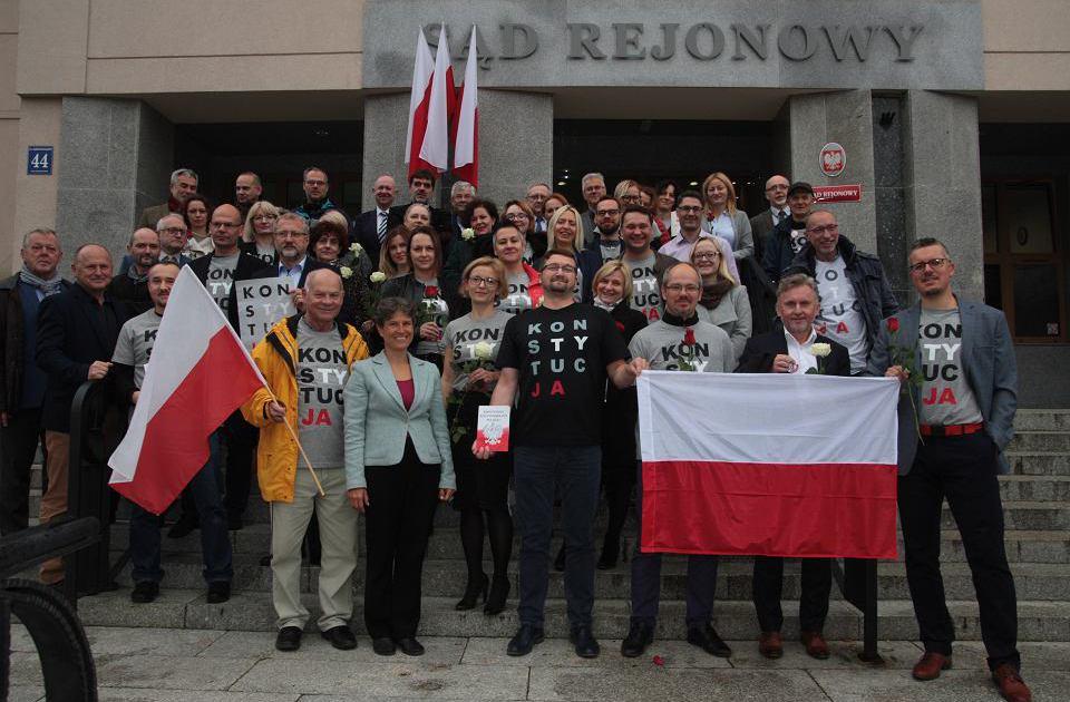 sędziowie w koszulkach Konstytucja, Olsztyn
