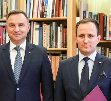 Radny PiS zatrudniony w Orlenie obciął sobie pensję o 100 tys. zł. Ale tylko w oświadczeniu majątkowym