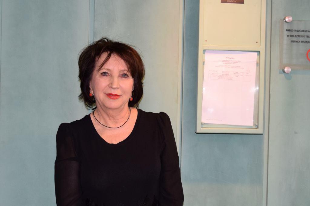 Alina Czubieniak przed salą rozpraw Izby Dyscyplinarnej SN