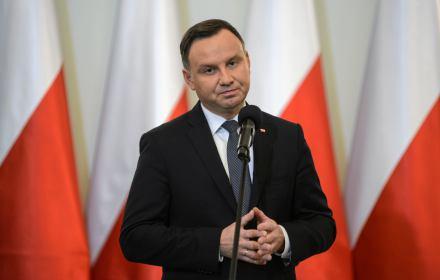 Nie będą nam tutaj w obcych językach narzucali, jaki ustrój mamy mieć w Polsce i jak mają być prowadzone polskie sprawy. Tak, tu jest Unia Europejska i bardzo się z tego cieszymy, że jest, ale przede wszystkim tu jest Polska