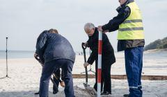 Wkopanie ostatniego slupka pod budowe Przekopu Mierzei Wislanej