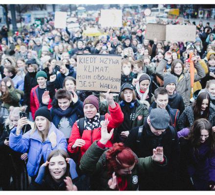 Nie bądźcie obojętni wobec krzyku rozpaczy i bezradności młodych ludzi. Naukowcy wspierają strajk klimatyczny