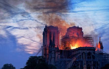 płonąca katedra Notre Dame w Paryżu, 15 kwietnia 2019, fot. Olivier Mabelly (cc) flickr.com