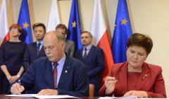 Proksa i Szydło podpisują porozumienie