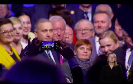 """""""Nie jesteśmy idealni"""", ale """"będziemy walczyć o silną pozycję Polski w Europie"""". KE pierwszy raz razem"""