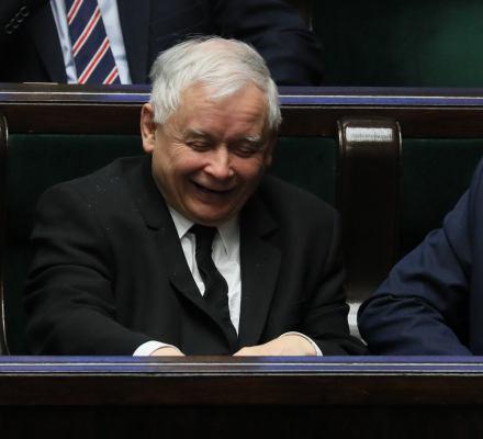 Nauczyciele zawieszają strajk. Karczewski: niech strajkują w wakacje. Kronika Skórzyńskiego (20-26 kwietnia 2019)