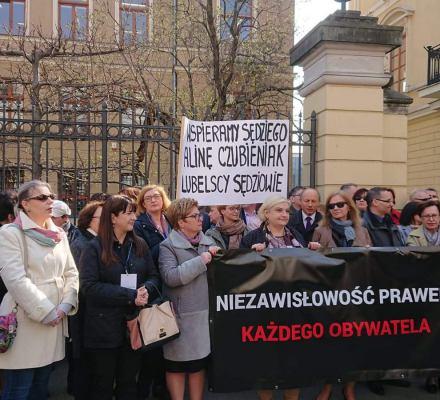 """Sędziowie stają w obronie sędzi Czubieniak: """"Nie damy się zastraszyć"""""""