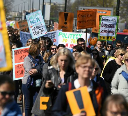 Eksperci Batorego: Samorządy mają prawo płacić nauczycielom za czas strajku