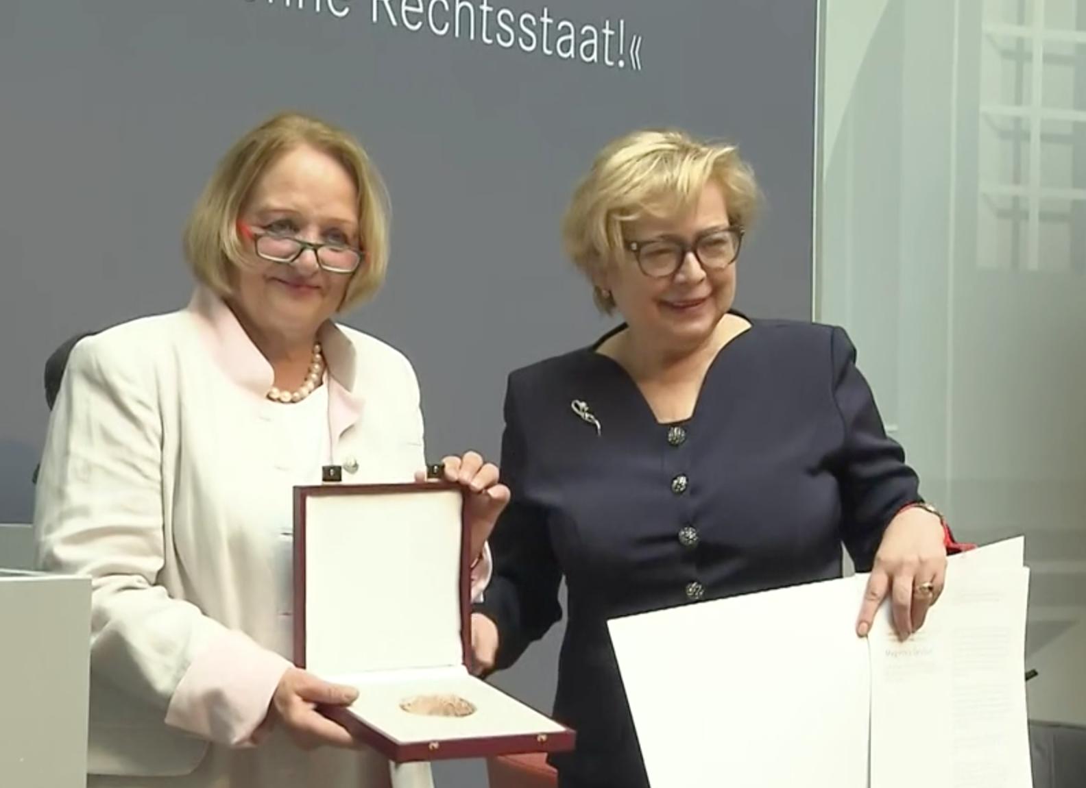 Małgorzata Gersdorf odbiera nagrodę im. Theodora Heussa