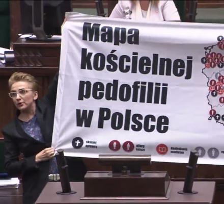 Scheuring-Wielgus oskarża w Sejmie: Na kolana przed ofiarami księży! Błagajcie o wybaczenie!
