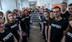 Fizjoterapeuci oddaja krew - protest w Tarnowskich Gorach