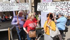 nauczyciele podczas demonstracji