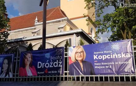 Plakaty wyborcze na parafiach