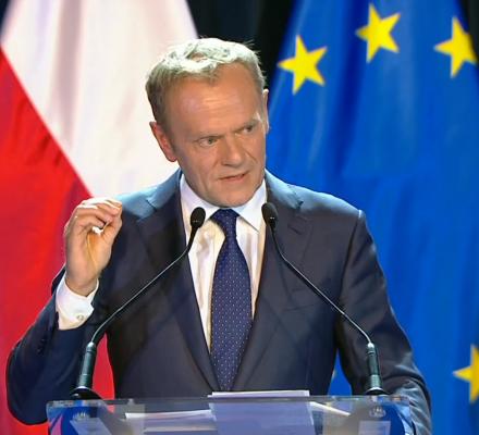 """Chciałbym, żeby rządziło słowo """"i"""". Tusk o Konstytucji i Polsce. 21 cytatów"""