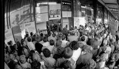 4 czerwca 1989 r. przed kawiarnią Niespodzianka, Warszawa