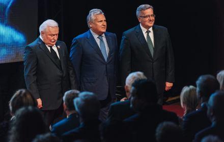 """Wałęsa: """"Polak potrafi, potrafiliśmy"""". Trzej prezydenci na 30. rocznicę. Duda pisze, sala skanduje"""
