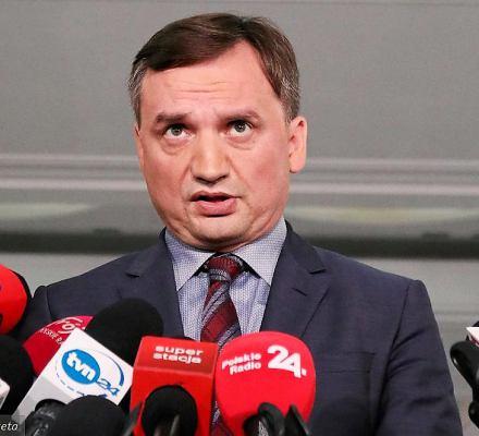 Ziobro znów straszy bandytami, choć przestępczość spada, a Polacy czują się bezpiecznie jak nigdy