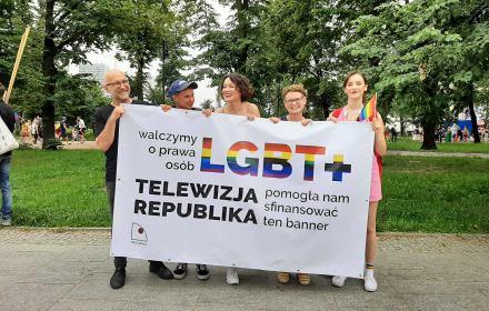 Pieniądze od TV Republika na baner OKO.press na Paradę Równości