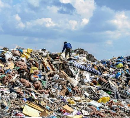 Fatalna ustawa PiS. Mogą ci obok domu postawić spalarnię odpadów i nic nie zrobisz