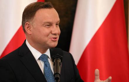 Ktoś, kto miał piękną kartę opozycyjną, ktoś, kto szczególnie w tym roku, 30. rocznicy pierwszych częściowo wolnych wyborów do Sejmu, zasłużył się ogromnie dla państwa polskiego.... Stąd decyzja, aby marszałkiem seniorem Sejmu był Antoni Macierewicz