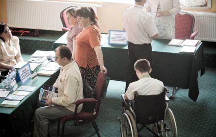 Praca tylko dla pełnosprawnych. Sektor publiczny ignoruje osoby z niepełnosprawnością