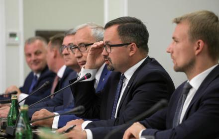 Koniec komisji ds. VAT. Horała chce stawiać Tuska przed Trybunałem Stanu, ale jego wnioski są blade