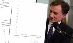 Ziobro pokazuje listy poparcia bez nazwisk