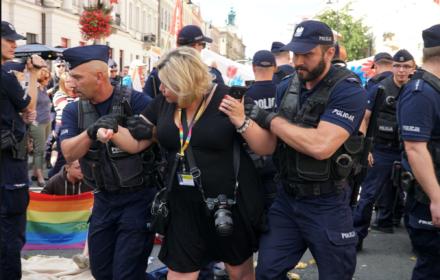 """Marta Bogdanowicz, fotografka, usunięta siłą z Pikniku Antyfaszystowskiego: """"Zdjęcia nie kłamią"""""""