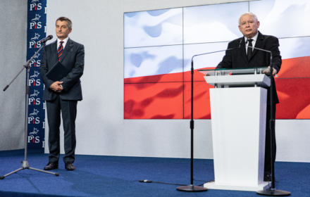 Kuchciński podaje się do dymisji i dalej kłamie