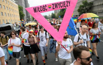 Tęczowy okrągły stół. Kto z opozycji usiądzie do debaty o prawach osób LGBT? Sprawdzamy
