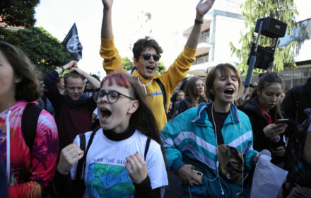 """""""Razem z górnikami, nigdy z kopalniami"""". Tysiące na Młodzieżowym Strajku Klimatycznym"""