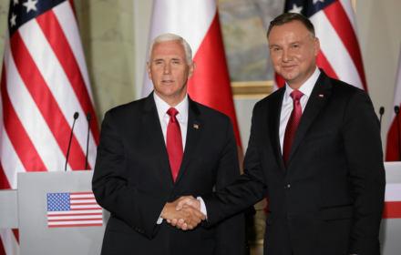 """Amerykanie """"głęboko wdzięczni"""". Po wizycie Pence'a Polska wycofuje się z podatku cyfrowego dla korporacji"""