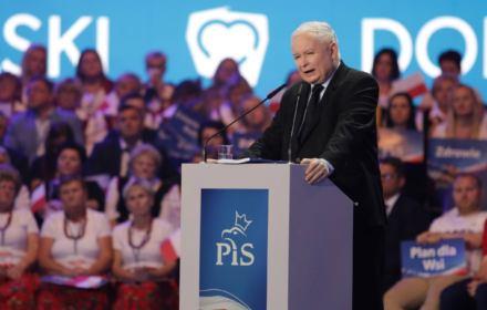 Jarosław Kaczyński straszy i obiecuuje