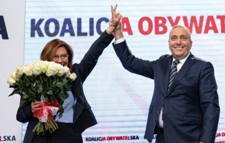 Schetyna: bądźmy dumni z wyborów! Duma, że PiS dalej rządzi? [6 błędów demokratów]