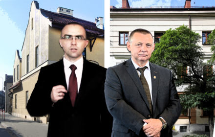Jakub i Marian Banaś na tle kamienic w Krakowie