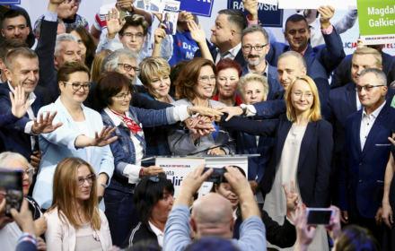 Wyborcy opozycji załamani Sejmem i uradowani Senatem. Bo liczyło się zabranie władzy Kaczyńskiemu