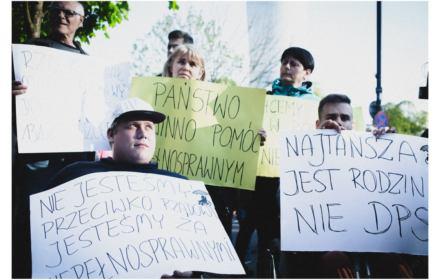 Niezależne życie – produkt reglamentowany. W Polsce dramatycznie brakuje usług asystencji osobistej