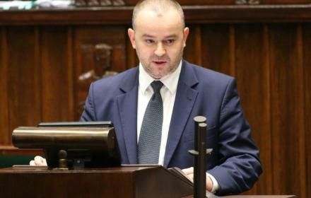 Minister Mucha: Reforma sądów skraca postępowania, a skarga nadzwyczajna jest sukcesem. Nieprawda
