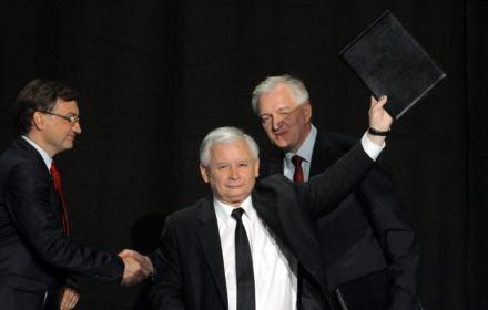 Ziobro i Gowin umacniają swoje pozycje. Bez ich posłów PiS straciłby większość w Sejmie