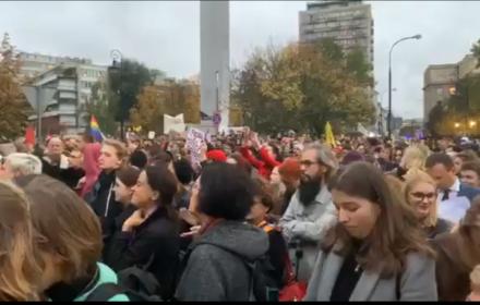 Przeciwko zakazowi edukacji seksualnej. Tłumy protestowały, Sejm zrobił jak chciał