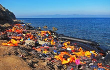 Europosłowie PiS, PO i PSL przeciwko ratowaniu uchodźców na Morzu Śródziemnym. Zabrakło dwóch głosów