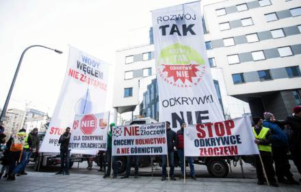 01.03.2019 Warszawa , ulica Chmielna 85 . Protest przeciw odkrywkowej kopalni węgla w Złoczewie
